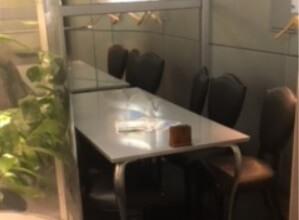 シルバーなテーブル席