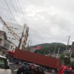 神戸市須磨区、国道2号線のトレーラーや3台が絡む事故で通行止め【現場の様子、詳しい場所、ネットの反応をご紹介】